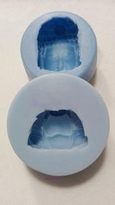 siliconen zeepmal van twee verschillende boeda